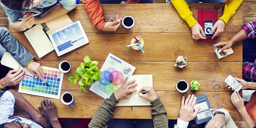 FOCUS - Hackathon e progetti di innovazione sociale: cervelli al lavoro nei coworking, i nuovi luoghi dell'economia collaborativa (con ospite Riccardo Bertagnoli)