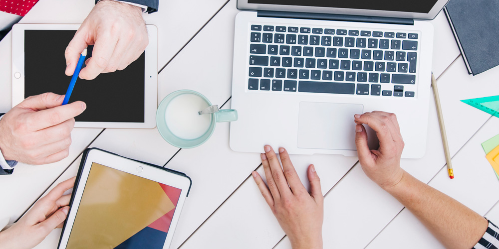 ENDES ricerca un graphic designer freelance